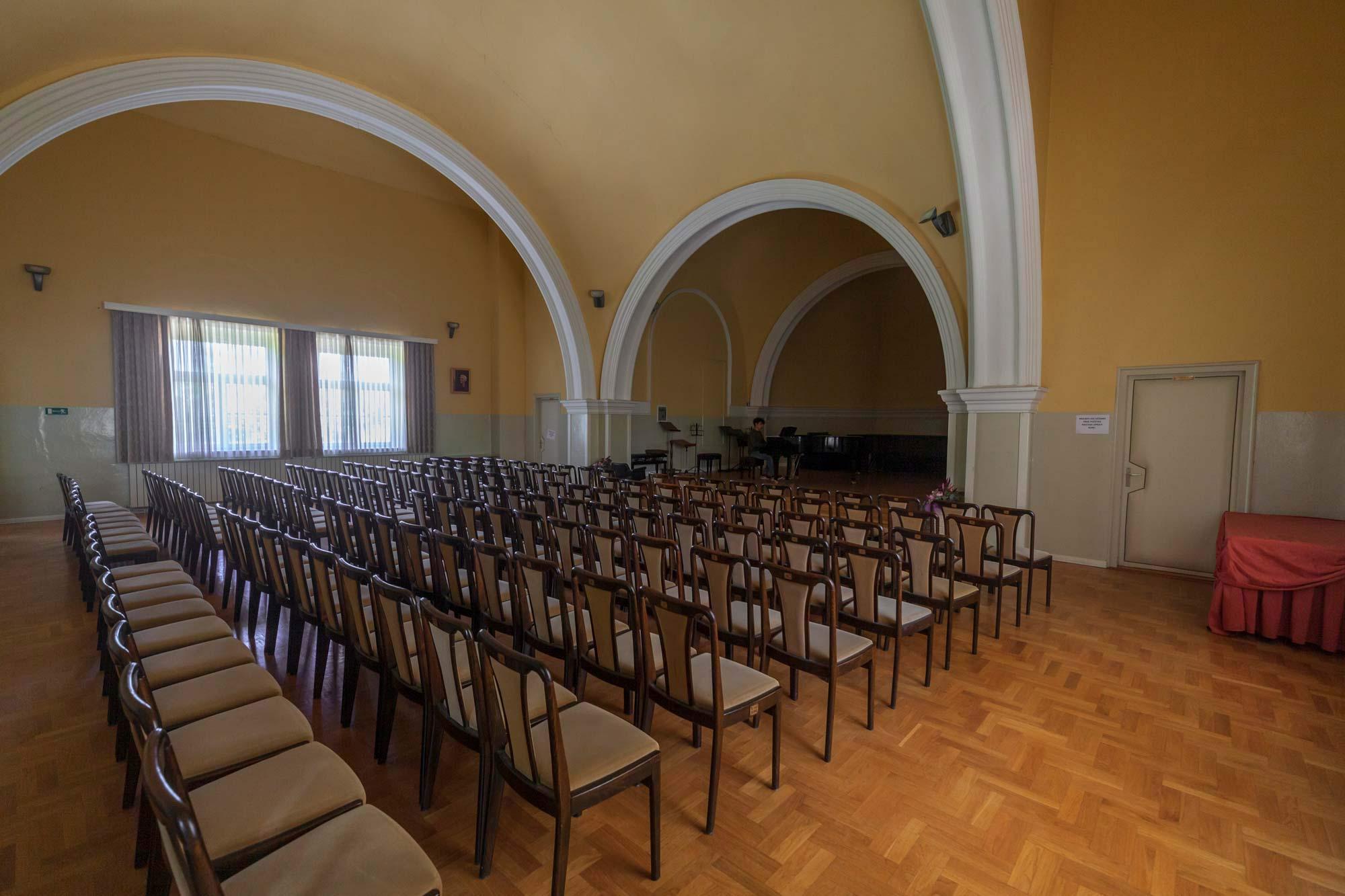 Glazbena škola Frana Lhotke